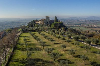 CASTLE WITH OLIVE GROVE FOR SALE IN ASSISI