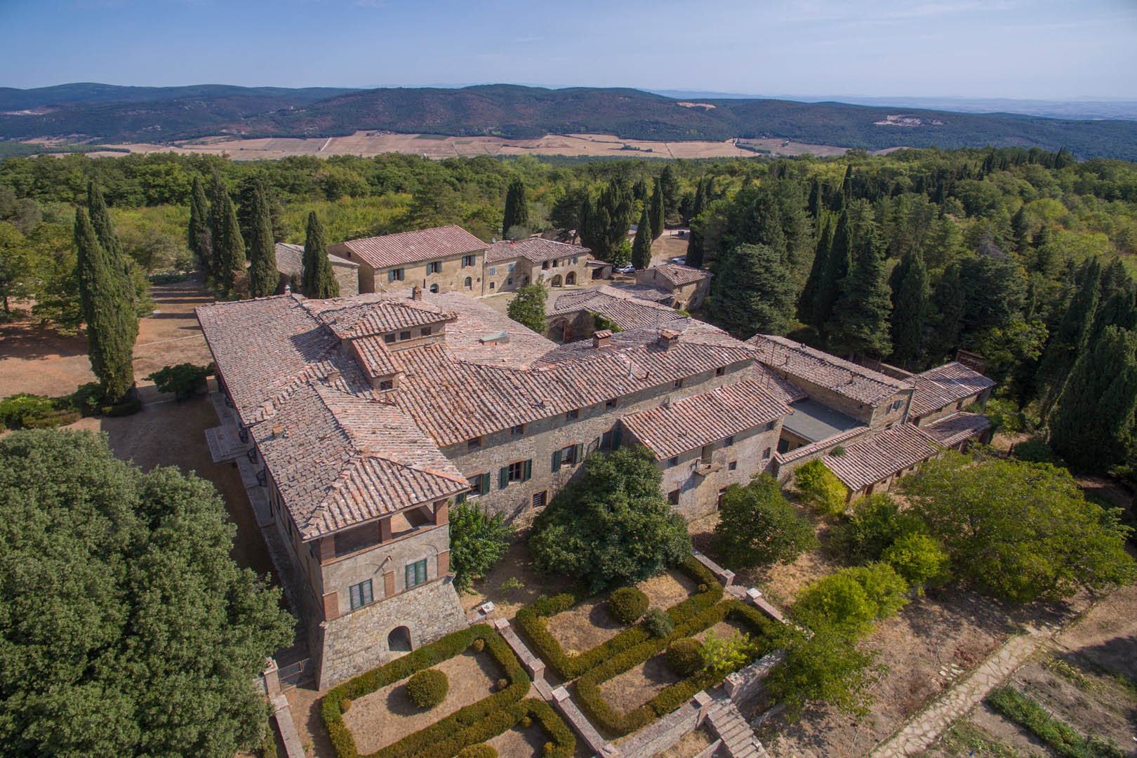 PRESTIGIOUS ESTATE FOR SALE IN TUSCANY, SIENA