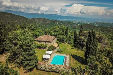 LUXURY FARMHOUSE FOR SALE ON THE HILLS OF TUSCANY